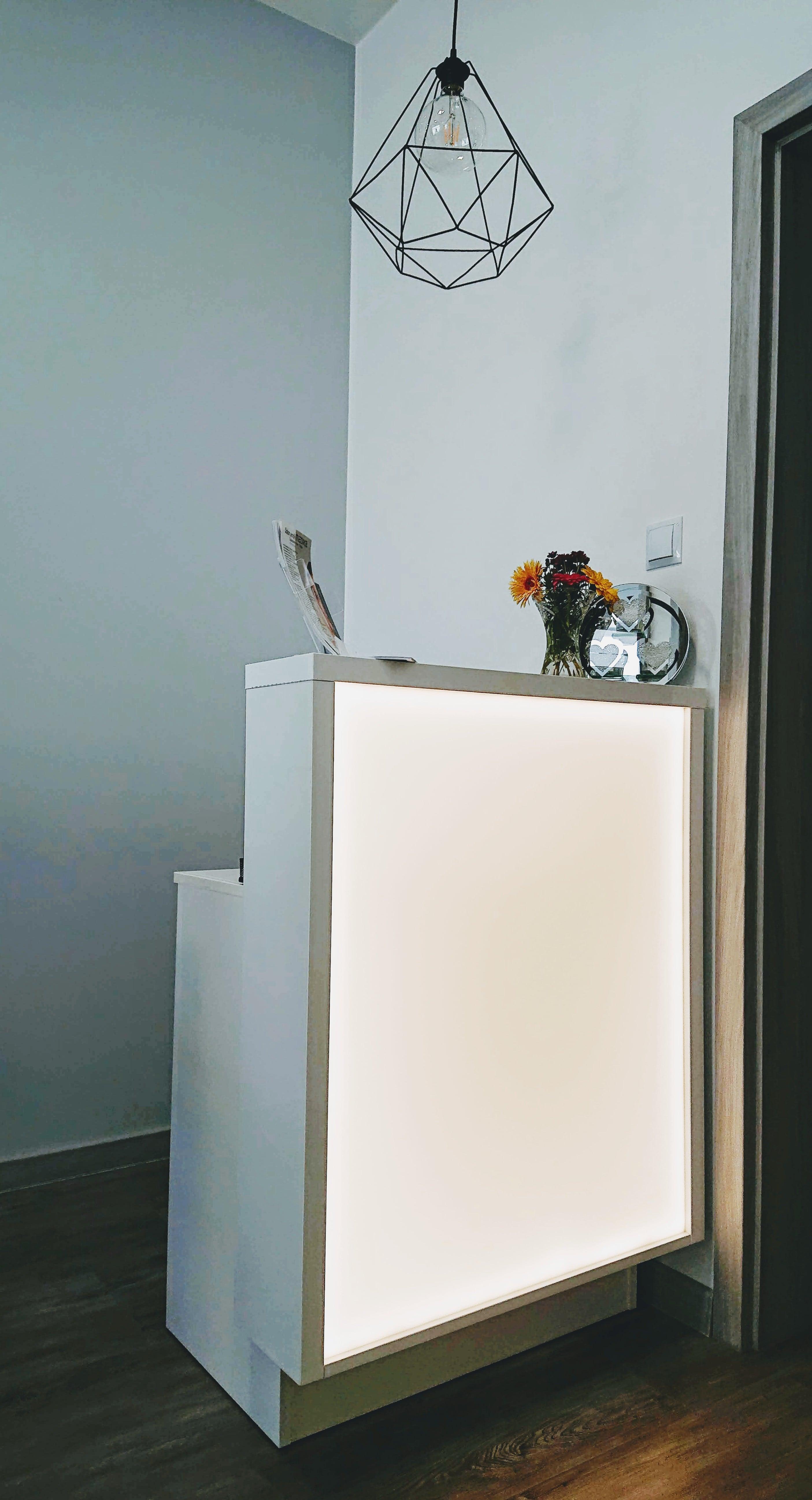 Showroom mebli i urządzeń kosmetycznych Lapio Professional Stalowa Wola 3.