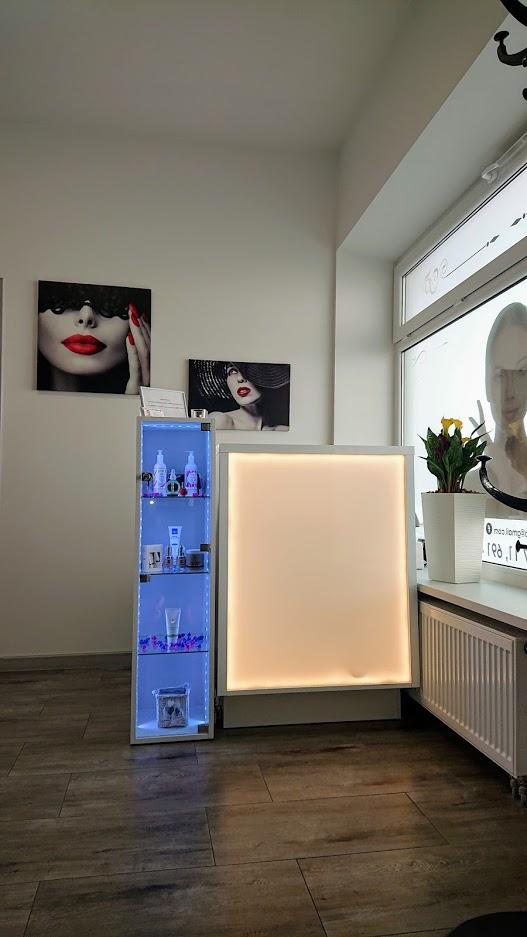 Showroom mebli i urządzeń kosmetycznych Lapio Professional Stalowa Wola 2.