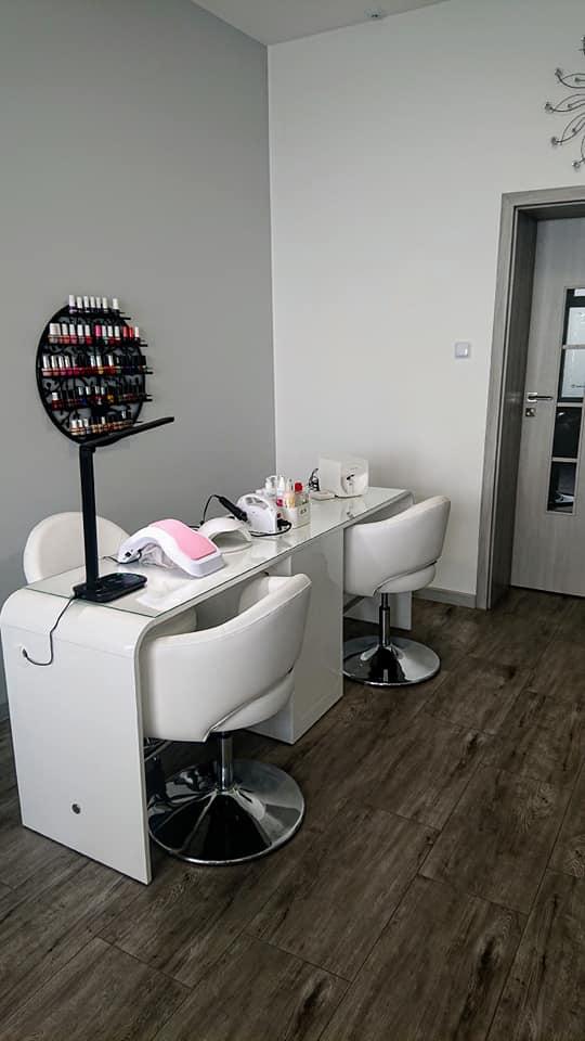 Showroom mebli kosmetycznych i urządzeń kosmetycznych Lapio Stalowa Wola 4.